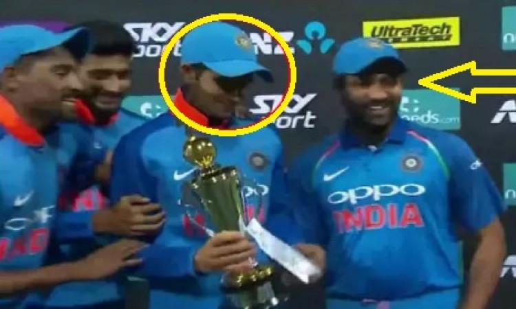 जीत के बाद कप्तान रोहित शर्मा ने अपने युवा खिलाड़ी के से साथ जो हरकत की उसने दिल जीत लिया Images