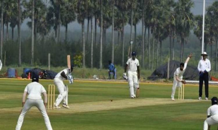 रणजी ट्रॉफी फाइनल में विदर्भ की टीम जीत के बेहद करीब, सौराष्ट्र के 5 विकेट केवल 58 रन पर आउट Images