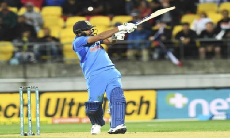 टी20 इंटरनेशनल में सबसे ज्यादा छक्के लगाने वाले टॉप 3 बल्लेबाज, रोहित शर्मा इस नंबर पर पहुंचे Images