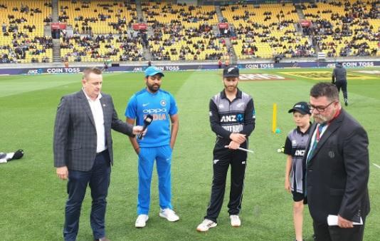 न्यूजीलैंड के खिलाफ पहले टी-20 में भारत ने जीता टॉस, पहले फील्डिंग करने का फैसला Images