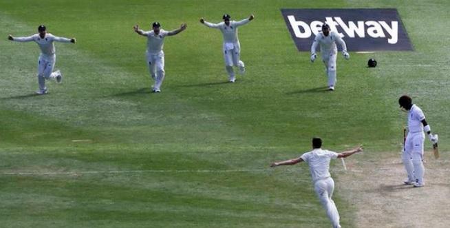 मार्क वुड और मोइन अली की दमदार गेंदबाजी के दम पर तीसरे टेस्ट में वेस्टइंडीज पर 142 की बढ़त Images