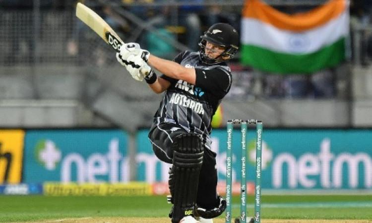 तीसरे टी-20 में कॉलिन मुनरो का धमाका, भारत को 213 रनों का मिला टारगेट Images