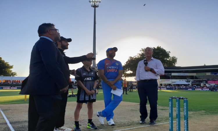 India to field vs New Zealand in 3rd T20I Images