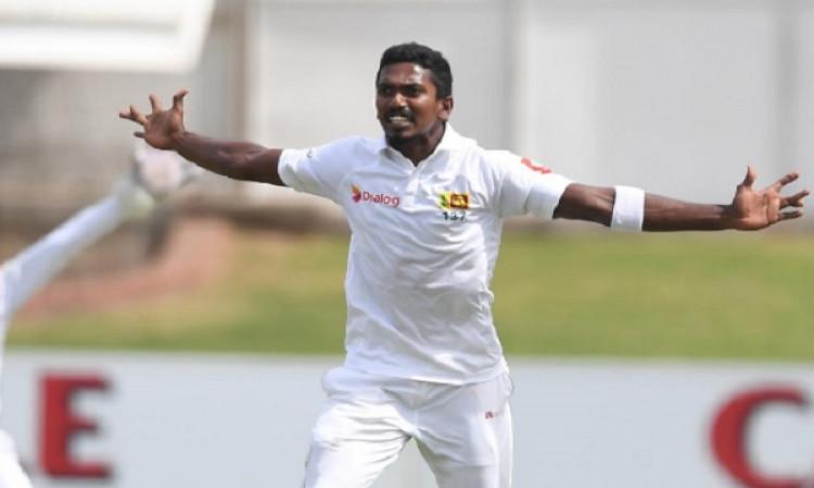 दूसरे टेस्ट में साउथ अफ्रीका बल्लेबाजी क्रम को झटका,  श्रीलंका ने लंच तक चटकाए 4 विकेट Images