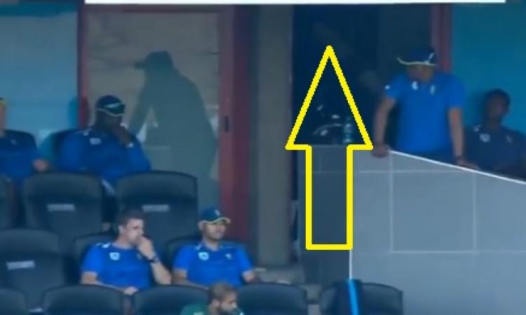 VIDEO शतक से चूकने के बाद क्विंटन डी कॉक ने ड्रेसिंग रूम में जाकर इस तरह से किया अपने गुस्से का इजहा