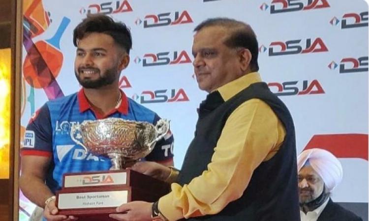 दिल्ली खेल पत्रकार संघ ने ऋषभ पंत को साल के सर्वश्रेष्ठ खिलाड़ी पुरस्कार से नवाजा Images