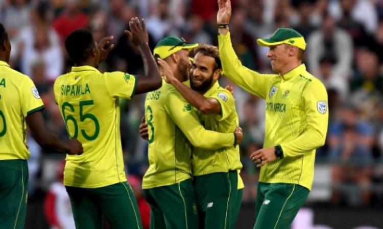 सुपरओवर में इमरान ताहिर ने की गजब की गेंदबाजी, श्रीलंका को मिली हार Images