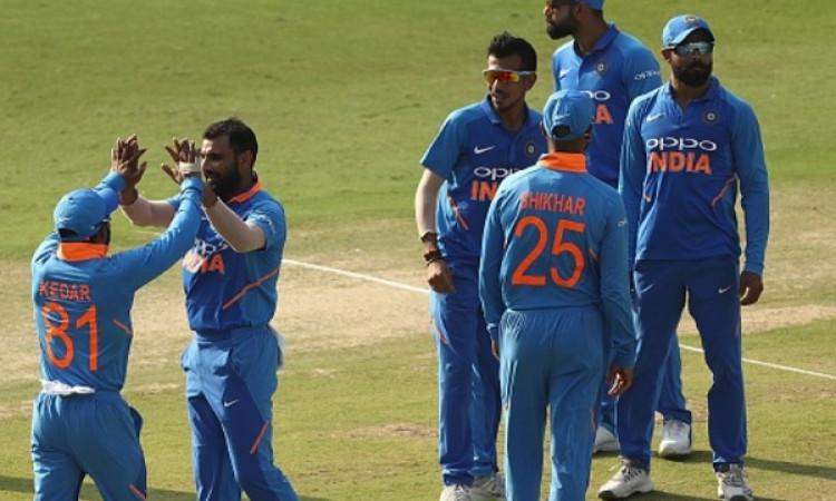 वनडे क्रिकेट 50 ओवर की बजाय 40 ओवर का कराना चाहता है यह पूर्व भारतीय दिग्गज Images