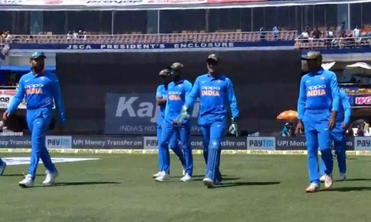 WATCH भारतीय टीम सेना के सम्मान में मिलिट्री कैप पहन कर मैदान पर उतरी है, देखिए Images