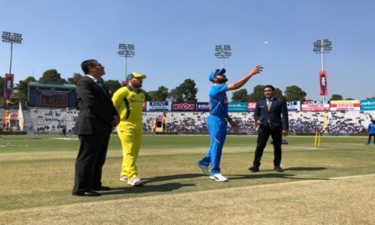 INDvAUS चौथे वनडे में भारत ने जीता टॉस, पहले बल्लेबाजी का किया फैसला Images