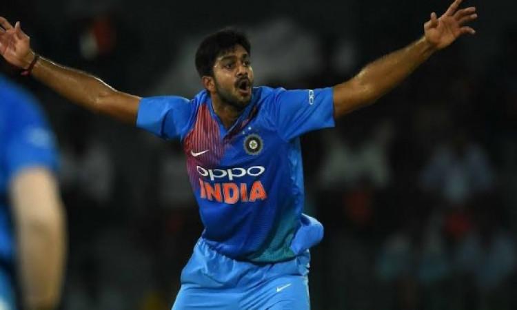 विजय शंकर और रविंद्र जडेजा के प्लेइंग XI में शामिल होने से यह दिग्गज चौंका, कहा दिलचस्प है Images