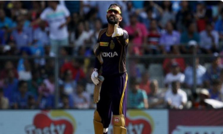 दिल्ली से मिली हार के बाद भी इस खिलाड़ी की तारीफ किए बिना नहीं रह सके दिनेश कार्तिक Images