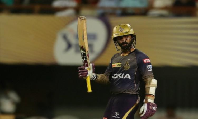 दिनेश कार्तिक ने अपनी बल्लेबाजी से किया कमाल, राजस्थान के सामने 176 रनों का टारगेट Images