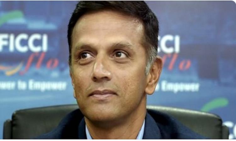 चुनाव के माहौल में राहुल द्रविड़ के साथ हो गई ऐसी 'गुगली', अब नहीं दे पाएंगे मतदान  Images