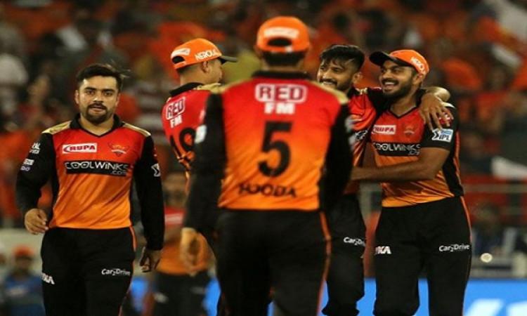 सनराइजर्स हैदराबाद  के गेंदबाजों ने शानदार गेंदबाजी कर दिल्ली कैपिटल्स को 155 रनों पर रोका Images
