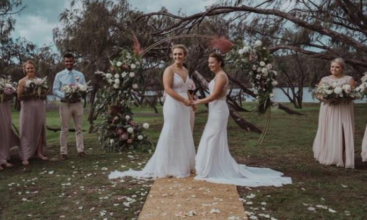 न्यूजीलैंड महिला क्रिकेट खिलाड़ी हेले जेनसन ने अपनी महिला मित्र से की शादी, देखिए Images