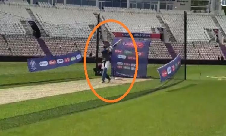 VIDEO साउथ अफ्रीका के खिलाफ मैच से पहले 'माही मार रहा है', देखिए अभ्यास सत्र का वीडियो Images