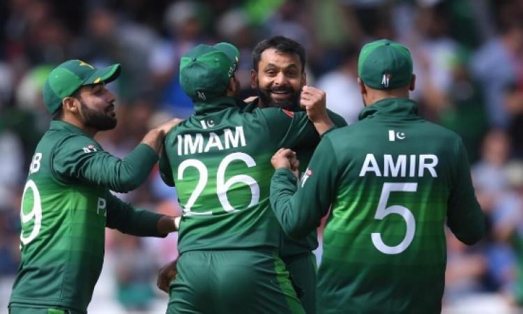 पाकिस्तान को मिली जीत लेकिन मैच के दौरान की गई इस गलती के लिए मिली ये सजा Images