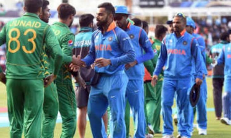 भारत-पाकिस्तान सुपरहिट मैच से पहले आई यह खबर, फैन्स इतना पैसा लुटाकर कर रहे हैं मैच का इंतजार Images