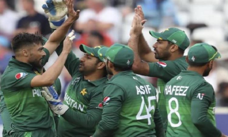 पाकिस्तान की वर्ल्ड कप टीम में इन खिलाड़ियों के शामिल होने से मिस्बाह उल-हक भड़के Images