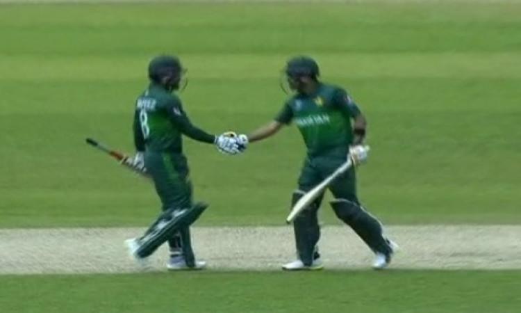 इंग्लैंड के खिलाफ पाकिस्तानी बल्लेबाजों का टॉप गेम, 50 ओवर में बना डाले 348 रन Images