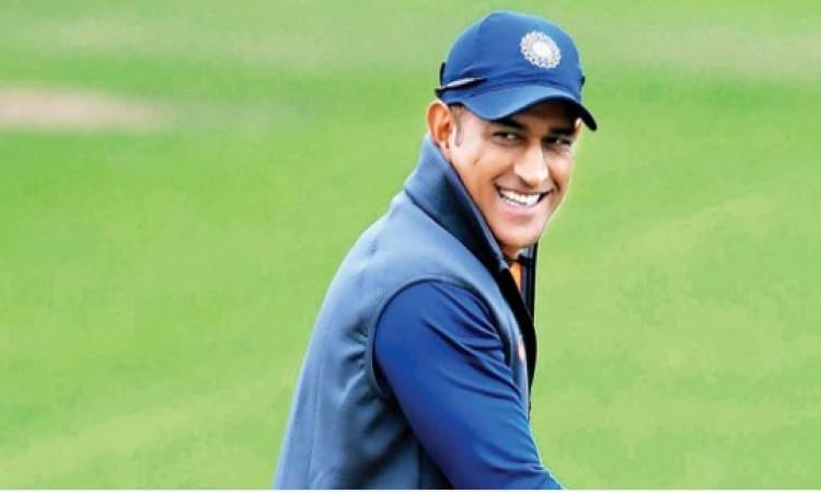 वेस्टइंडीज दौरे से बाहर हुए धोनी, ऋषभ पंत और रिद्धिमान साहा विकेटकीपर के तौर पर टीम में शामिल Images