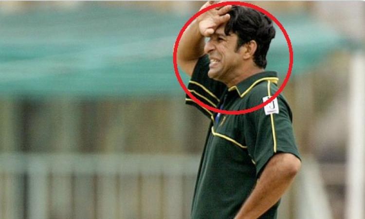 इंग्लैंड में पाकिस्तान के पूर्व तेज गेंदबाज वसीम अकरम के साथ इस कारण हुई बदसलूकी Images