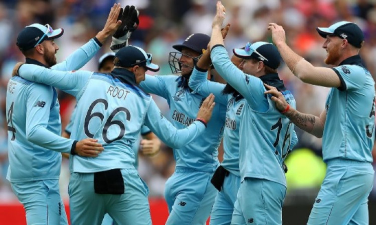 इंग्लैंड गेंदबाजों की घातक गेंदबाजी, ऑस्ट्रेलिया ने इंग्लैंड को दिया 224 रनों का लक्ष्य Images
