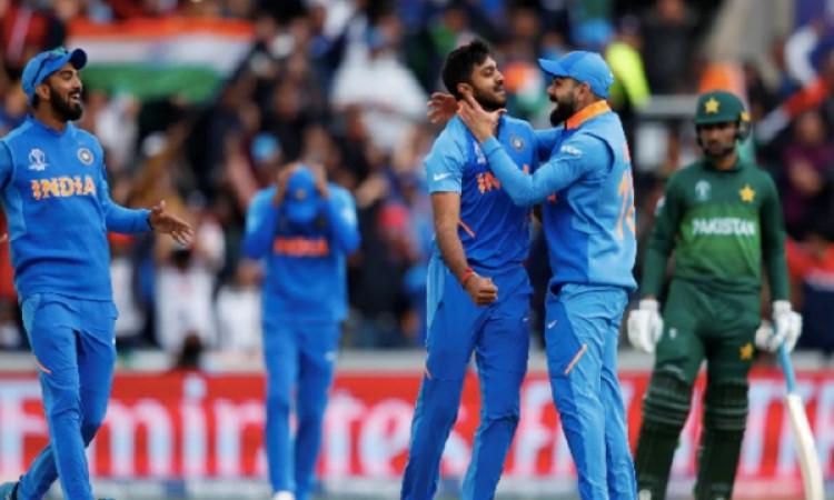 वर्ल्ड कप: 1.5 लाख रुपये में बिकी भारत-पाक मैच के दौरान यूज की गई गेंद Images