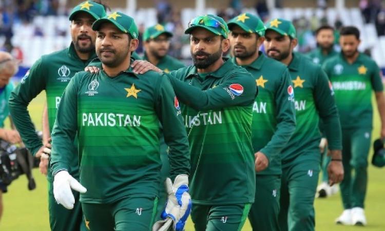 वर्ल्ड कप में खराब परफॉर्मेंस के बाद सरफराज नवाज भड़के, पाकिस्तान टीम के लिए कह दी ऐसी बात Images