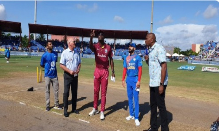 India elect to bat first in second T20 (Toss) Images