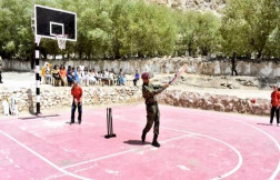 MS Dhoni in Leh