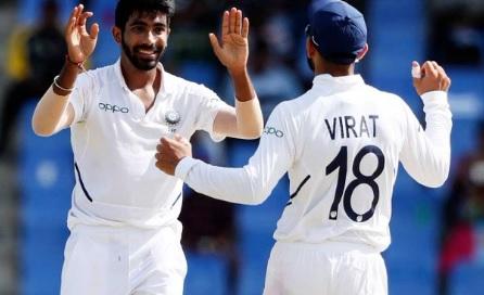 जसप्रीत बुमराह टेस्ट में सबसे तेज 50 विकेट पूरे करने वाले भारतीय तेज गेंदबाज बने ! Images