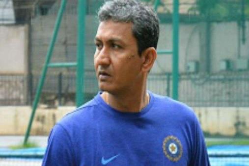 बल्लेबाजी कोच पद से हटाए जाने के बाद संजय बांगड़ ने की थी ऐसी हरकत,  कर दिया यह कांड ! Images