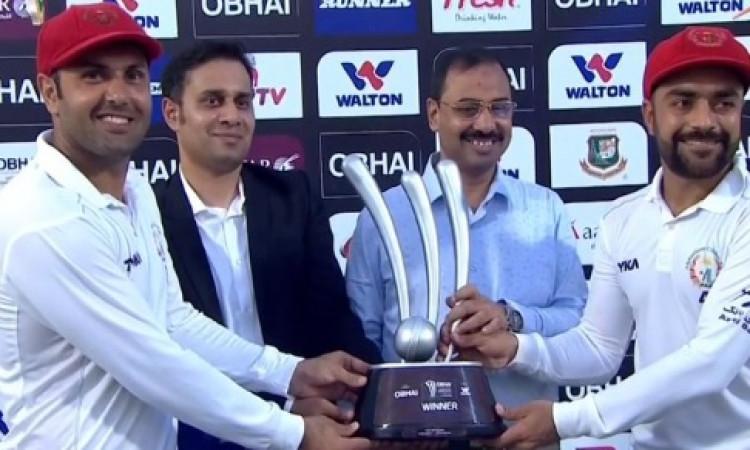 राशिद खान ने मैन ऑफ द मैच अवार्ड अपने साथी खिलाड़ी मोहम्मद नबी को किया डेडिकेट ! Images