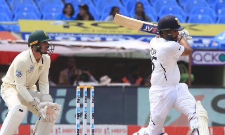 रोहित शर्मा ने जड़ा टेस्ट में 11वां अर्धशतक, 3 चौके और 3 छक्के जमाकर किया ऐसा बड़ा कमाल Images