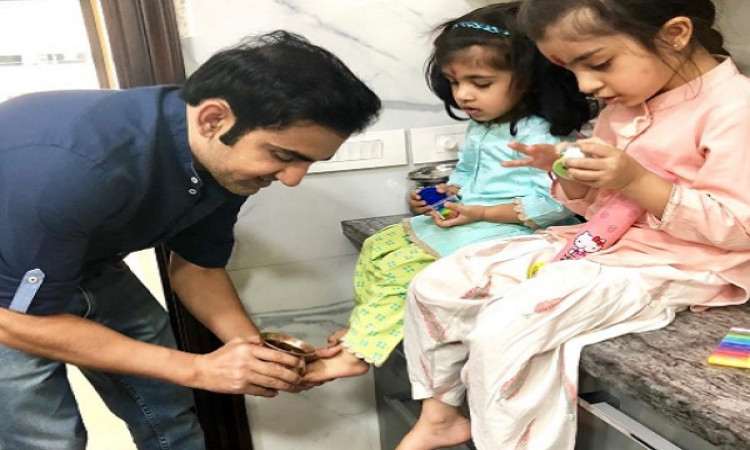 Gambhir seeks daughters' blessings on