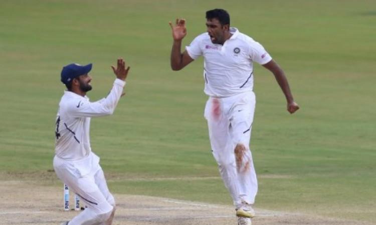 साउथ अफ्रीका 431 रनों पर ऑलआउट, भारत को 71 रनों की बढ़त, अश्विन ने 7 विकेट लेकर किया कमाल Images