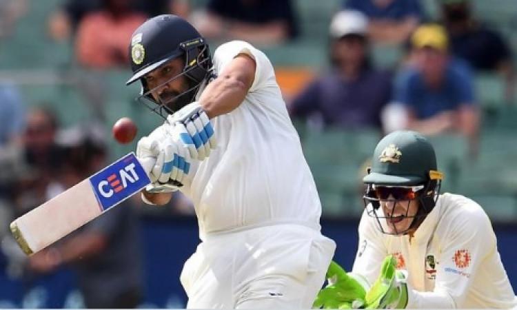 तीसरे टेस्ट में रोहित शर्मा ने जमाया शतक, नए बल्लेबाजी कोच विक्रम राठौर इस बात को लेकर हुए खुश Image