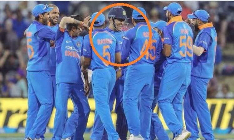 रिटायरमेंट से पहले क्रिकेट के इन 3 विश्व रिकॉर्ड को धोनी तोड़ पाएंगे ? कहना मुश्किल है, जानिए ! Imag
