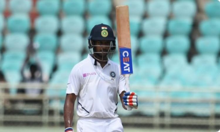 मयंक अग्रवाल ने जमाया अर्धशतक, टेस्ट करियर का चौथा पचासा ! Images