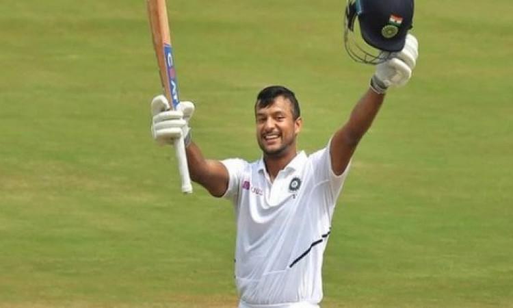 पहले टेस्ट शतक को दोहरे में बदलने वाले भारत के चौथे बल्लेबाज बने मयंक Images