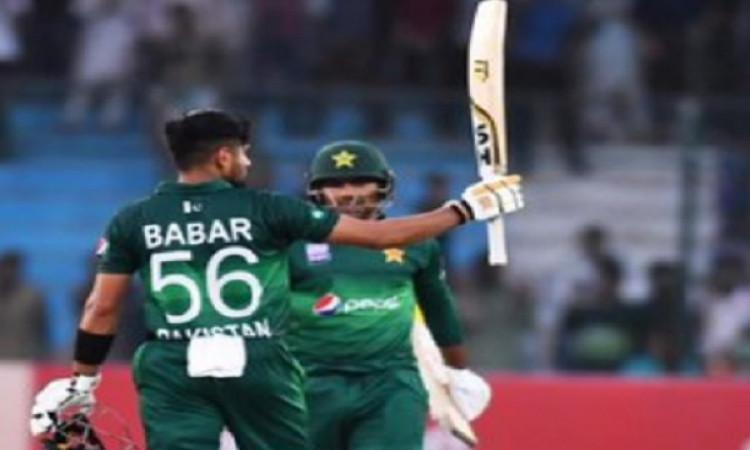 टी-20 सीरीज के लिए पाकिस्तान टीम में वापस आए शहजाद, अकमल Images