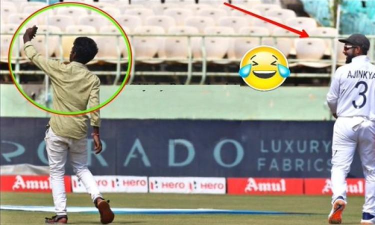 लाइव मैच के दौरान मैदान में घुसा दर्शक, लेने लगा सेल्फी, रहाणे ने कुछ ऐसे हैंडल किया सिचुएशन ! Image