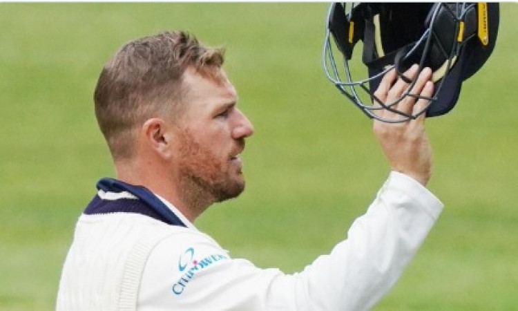 Aaron Finch suffers blow on head during Sheffield Shield Images