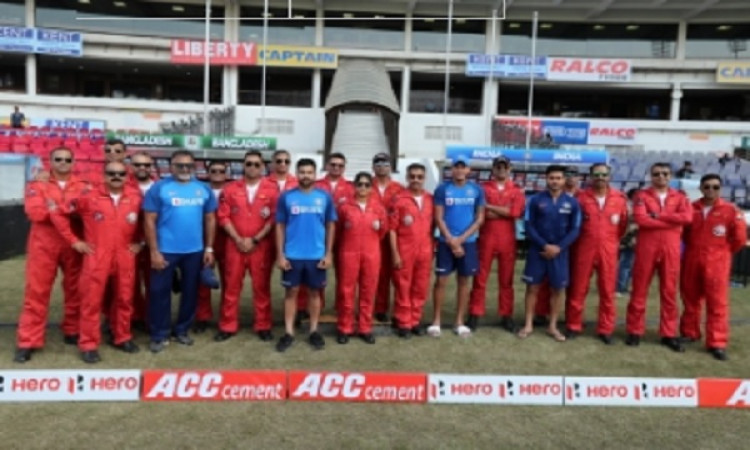 Team India meets IAF Aerobatic team in Nagpur Images