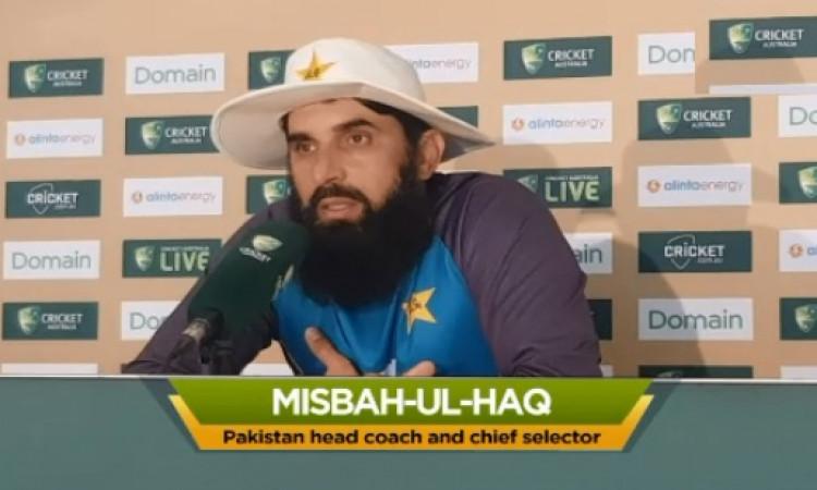 मिस्बाह उल हक ने पाकिस्तानी गेंदबाजों को दी सलाह, स्टीव स्मिथ को आउट करने के लिए करें ऐसा काम Images
