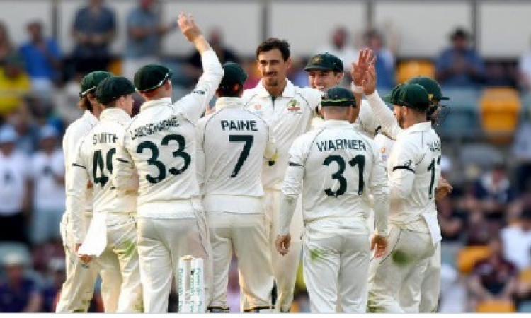 ब्रिस्बेन टेस्ट: आस्ट्रेलिया ने पाकिस्तान को 240 पर समेटा, मिशेल स्टार्क ने चटकाए 4 विकेट Images