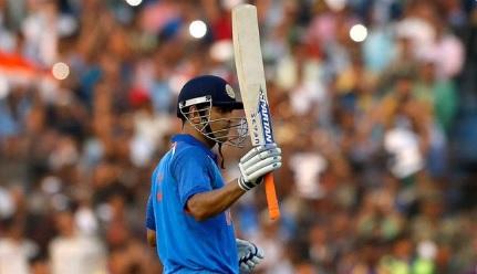 इंटरनेशनल क्रिकेट में धोनी के 15 साल होने पर हर तरफ से मिल रही है बधाईयां ! Images