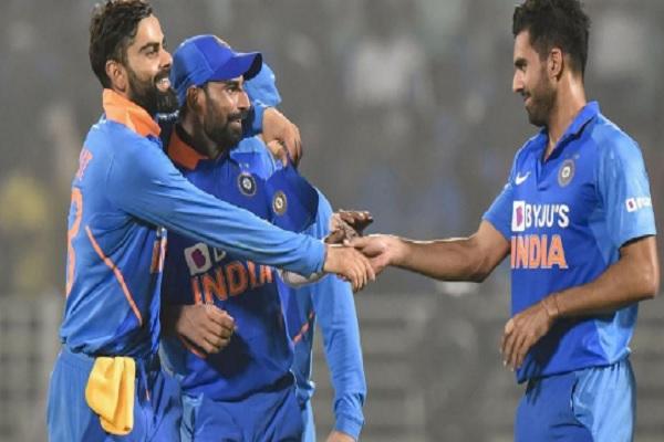 तीसरे वनडे से पहले भारत को झटका, यह खिलाड़ी हुआ आखिरी वनडे से बाहर ! Images